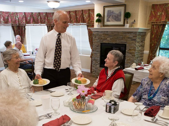 senior-living-daystar-dining
